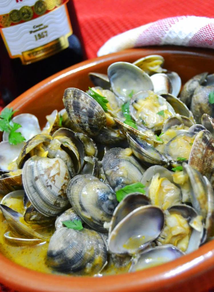 Recetas Navidad - Navidad a la Carta - Almejas a la marinera al vermouth